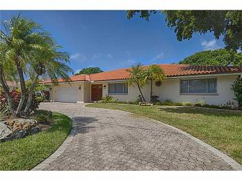 713 diplomat pkwy.. Homes for sale in Hallandale Beach