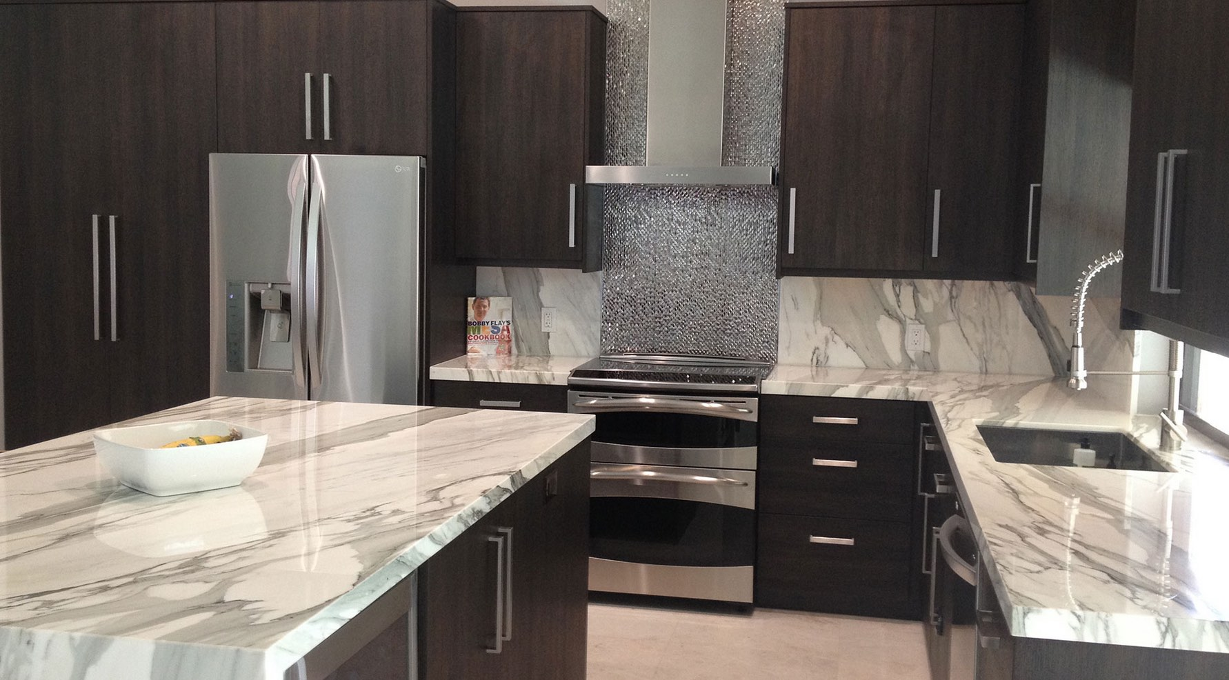 How to Design a Stunning Kitchen with Calacatta Marble ...